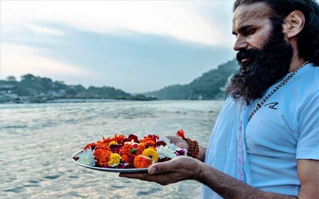 Triveni Ghat Rishikesh History in Hindi त्रिवेणी घाट में तीन नदियों का संगम होता है