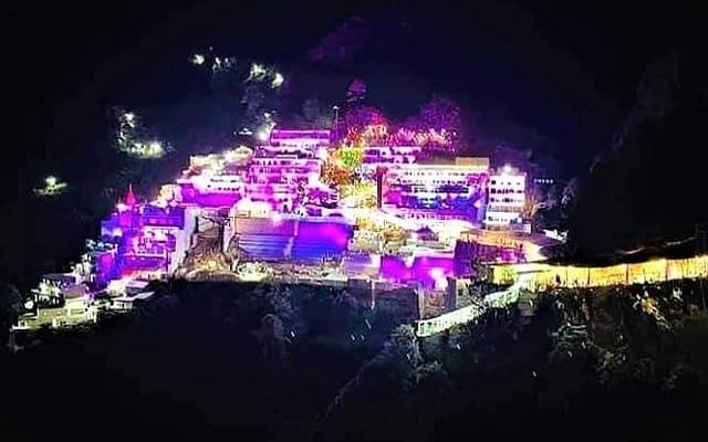 Mata Vaishno Devi Navratri Decoration 2021 | फूलो से महक उठा वैष्णो देवी का दरबार